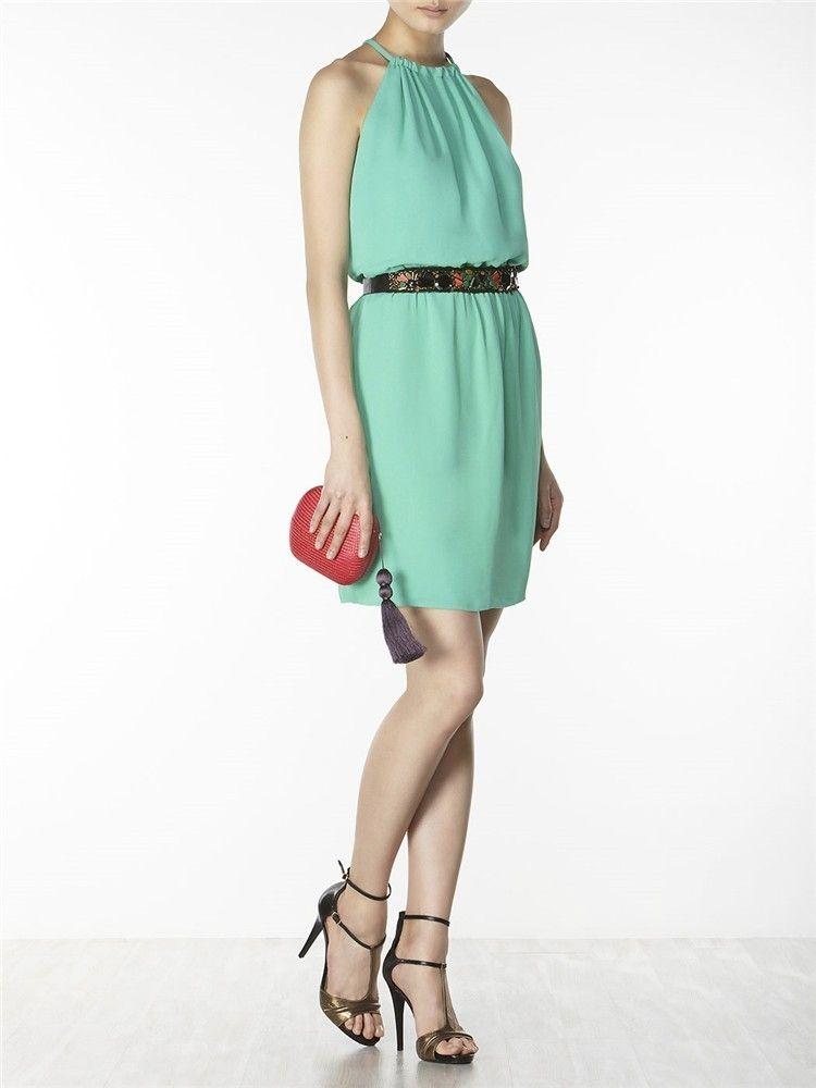 15f94a4b4 Vestido corto de gasa verde con escote halter de Hoss Intropia (142 euros