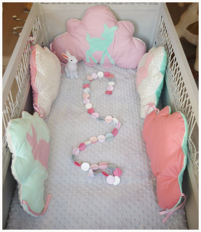 tour de lit b b nuage vert d 39 eau corail et rose pale. Black Bedroom Furniture Sets. Home Design Ideas