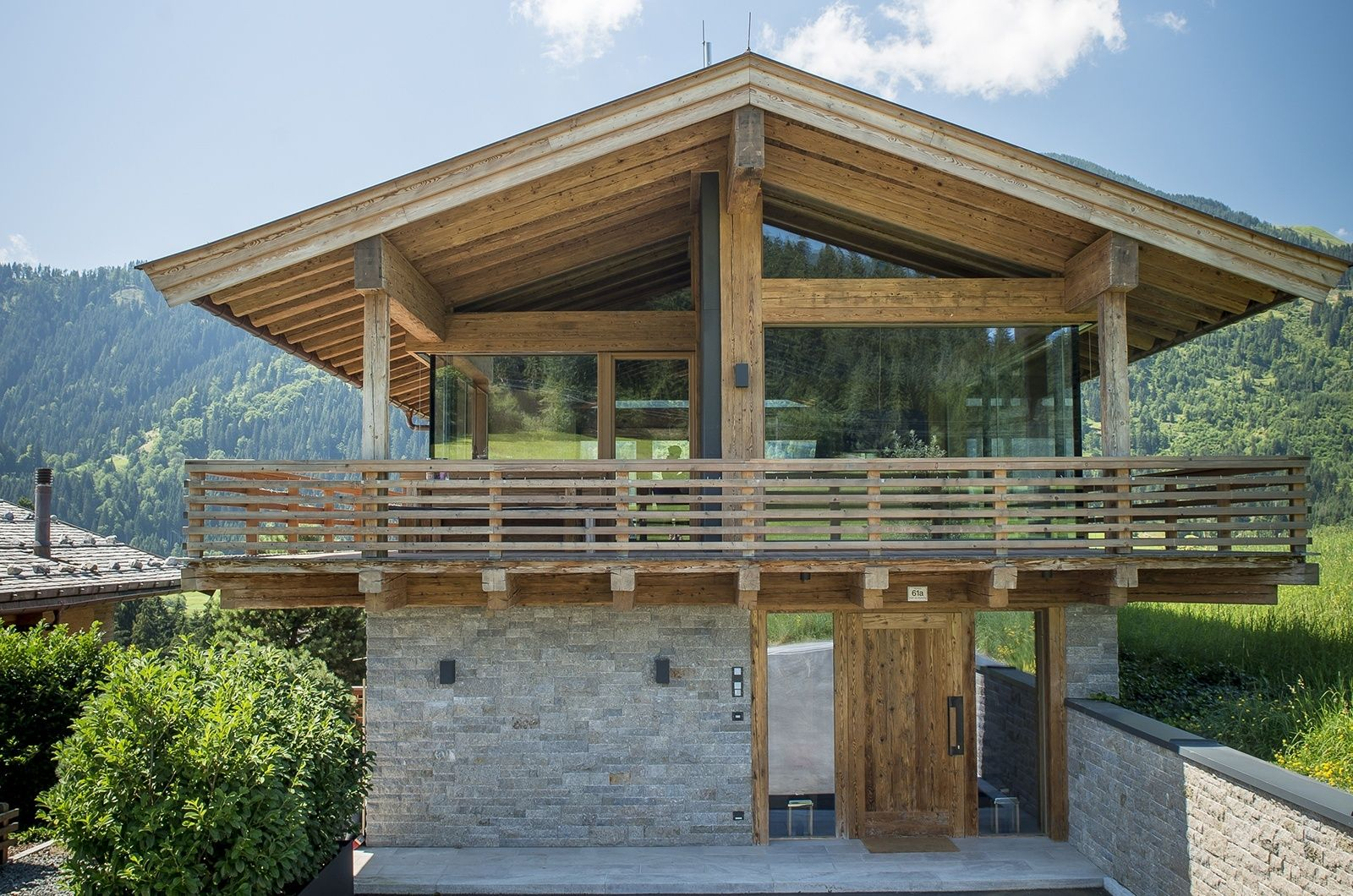 Modern Zwitsers Chalet : Designer chalet the twins home in swiss chalet