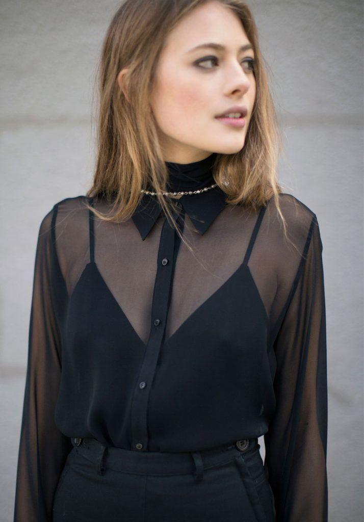 ec5bea389ccdda ete-fini-garde-robes-hiver-chemise-transprente-black-transparent-shirt -detail