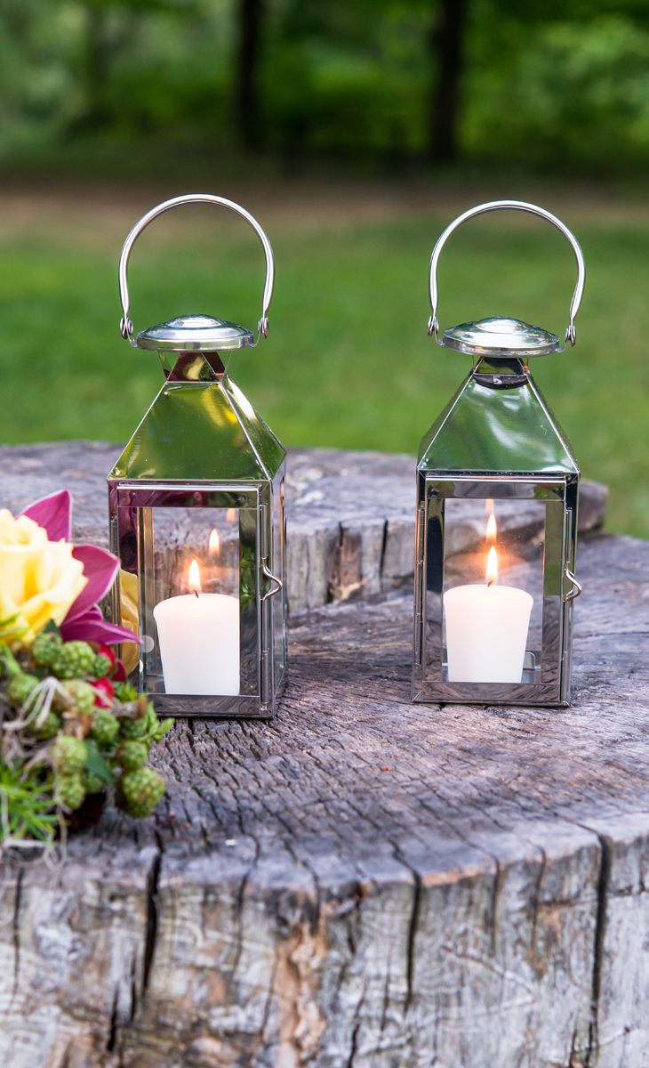 what better way to light up your summer nights than with metal lanterns all around?!