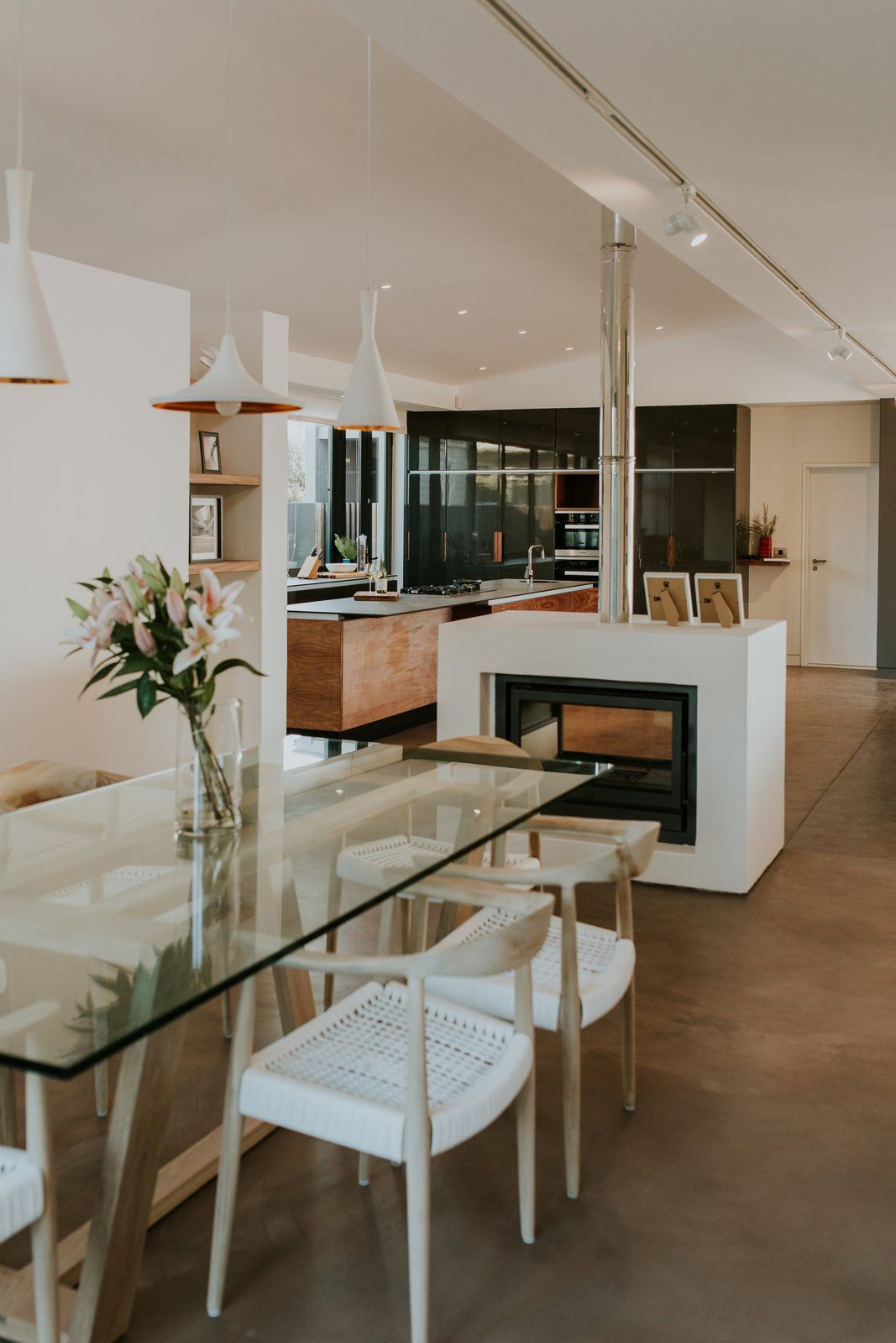An Inviting South African Cottage Embraces Its Seaside Locale Capetown Southafrica Beachcottage Hometour Diningroom