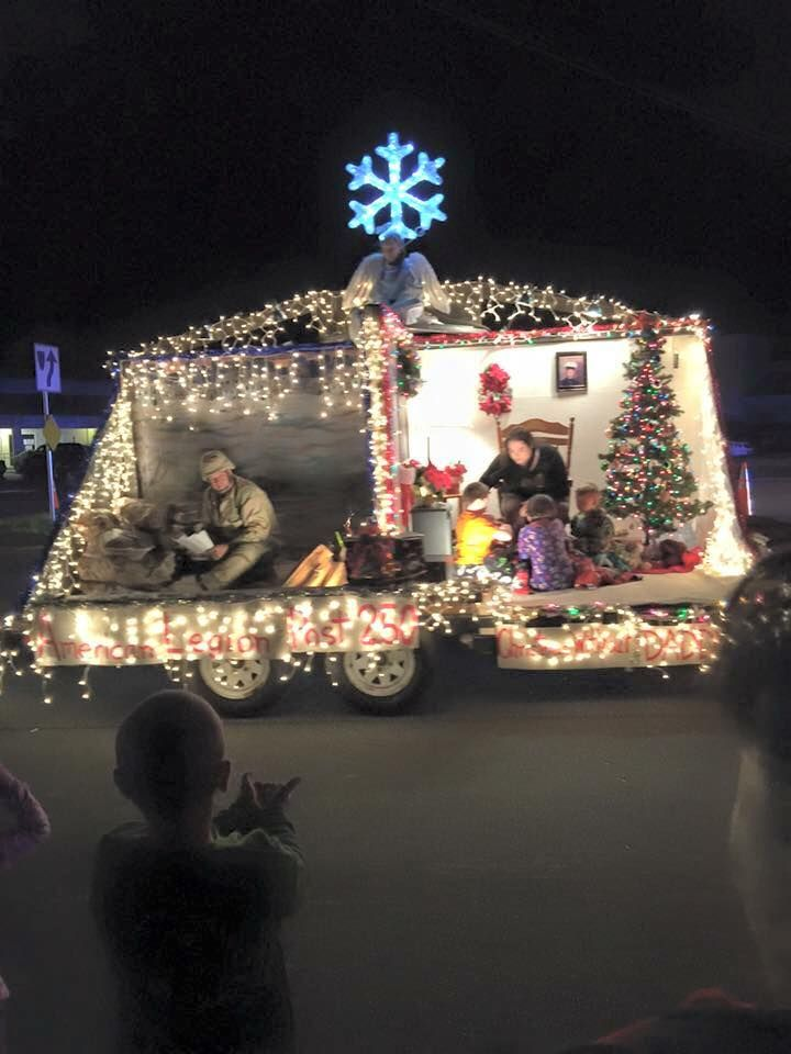 Christmas Homecoming Float.Wonderful Christmas Parade Float Depicting A Military Family