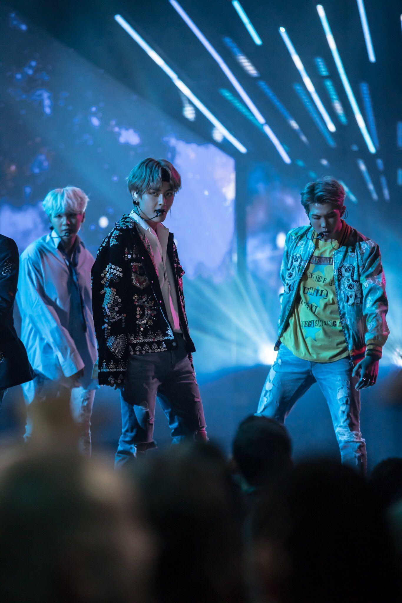 Bangtan Sonyeondan  #AMA #BTS #DNA