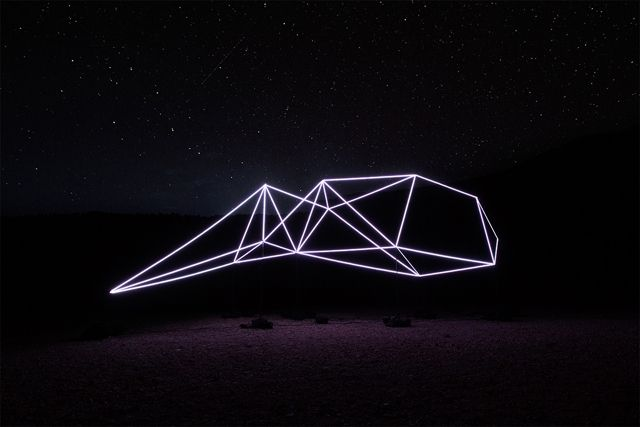 minimalist light sculpture captivates the great outdoors - Captivating Light Installation Artists