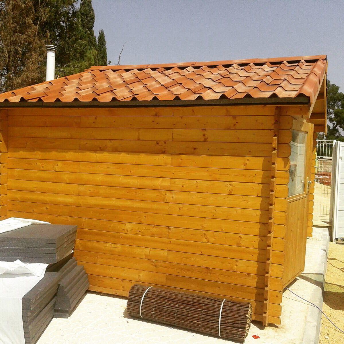 Soluci n para aislar t rmicamente el techo de nuestras casetas de jard n tejas asf ltica - Paneles de madera para jardin ...
