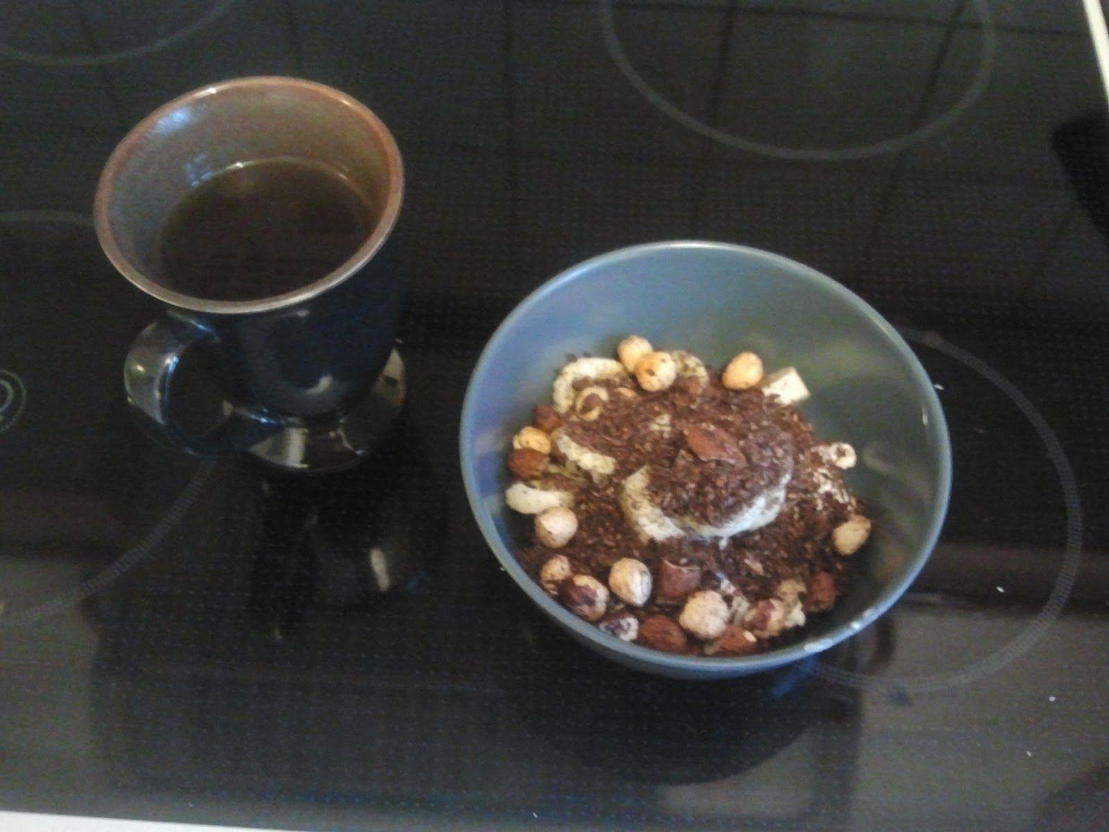 Chokodrys til morgenmad: Mandler, hasselnødder, Kokosmel, HUSK, Vanilje (uden sukker) og kakaopulver - - LCHF, Keto, Lavkarbo, Low-carb osv