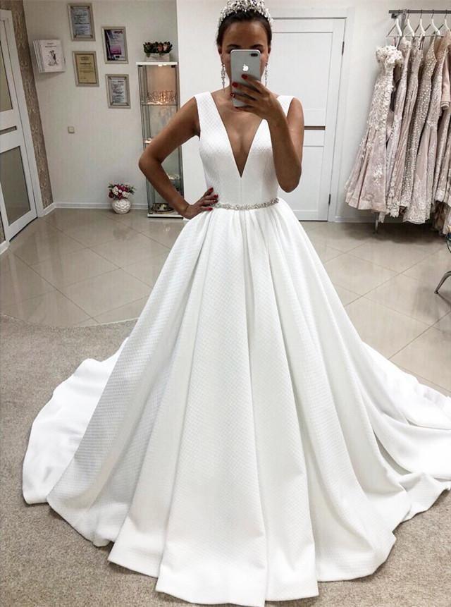 Best Vestidos de novia elegantes con cuello en V profundos y simples vestidos de novia Vestid…  – Boda
