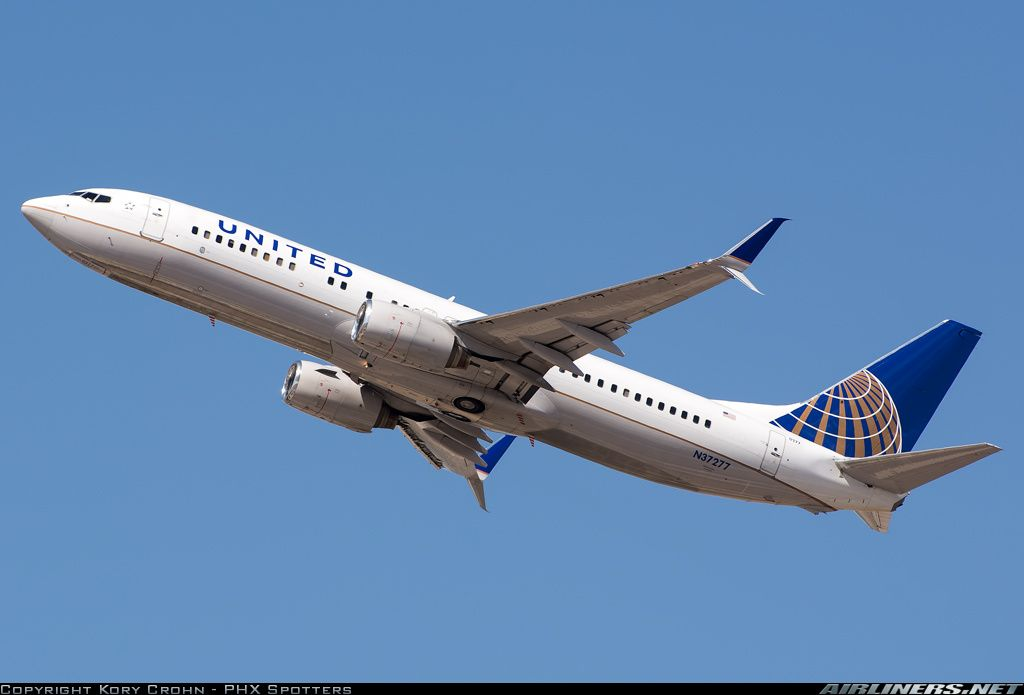 United Airlines Boeing 737-824 (with split-scimitar winglets