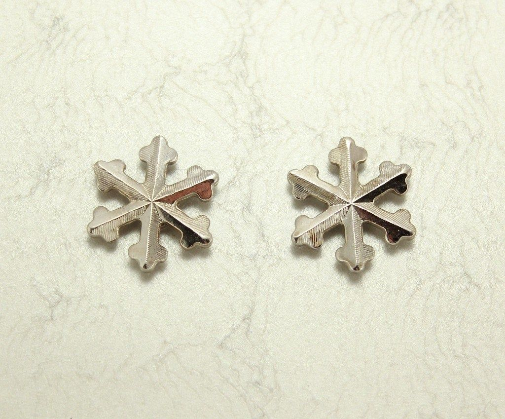 Silver or Gold Snowflake Magnetic Clip Non Pierced or Pierced Earring