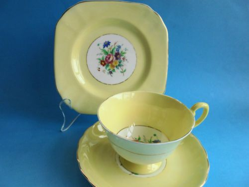 VINTAGE-TUSCAN-YELLOW-TRIO-TEACUP-SAUCER-AND-PLATE-SPRING-FLOWERS