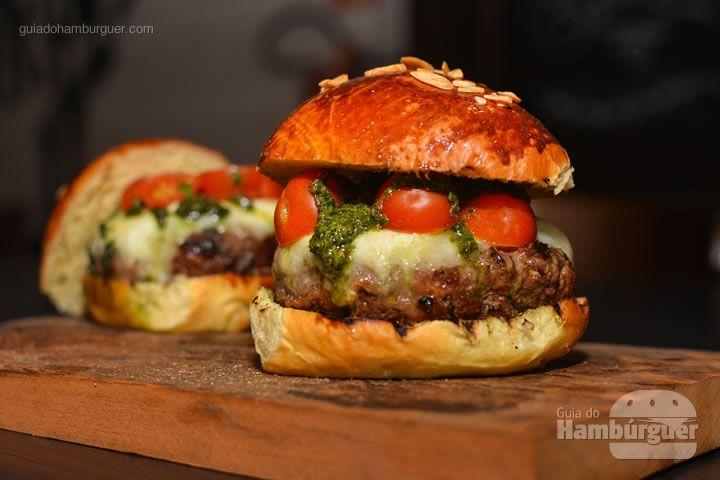 Aprenda as dicas matadoras do chef Manuel Coelho para preparar um hambúrguer delicioso na churrasqueira