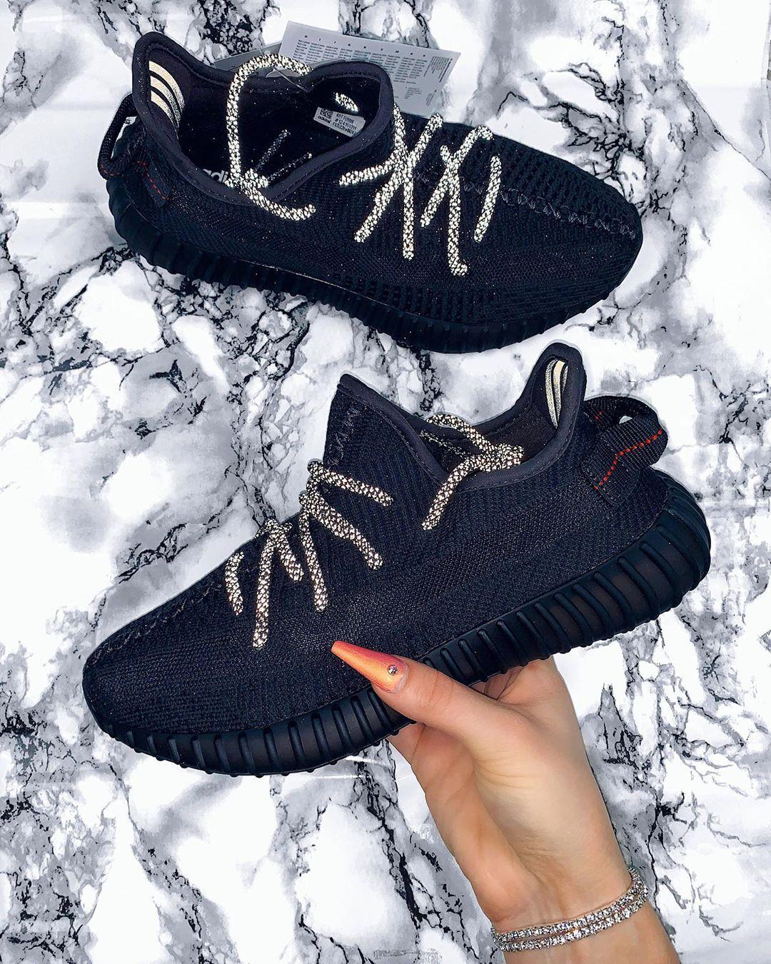 Yeezy Boost 350 V2 Black (Non Reflective) en 2020 | Sneakers