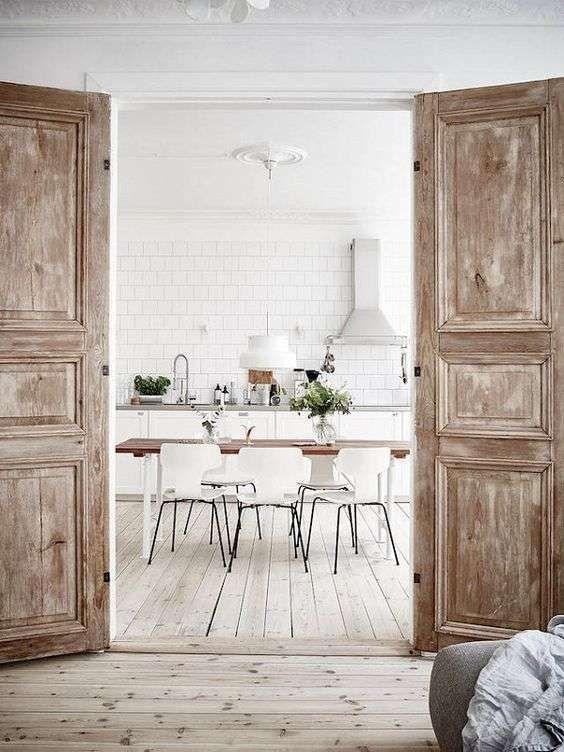 Arredare la casa in campagna in stile chic moderno for Porte decorate antiche
