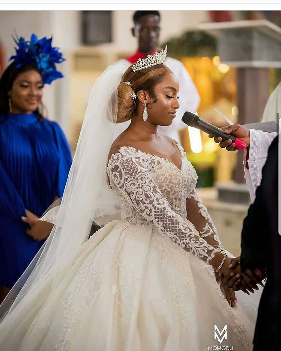 Pin By Thrivelogue On Flamboyant Wedding With Thrivelogue Bridal Dresses Vintage African Bridal Dress Lace Princess Wedding Dresses [ 1171 x 937 Pixel ]
