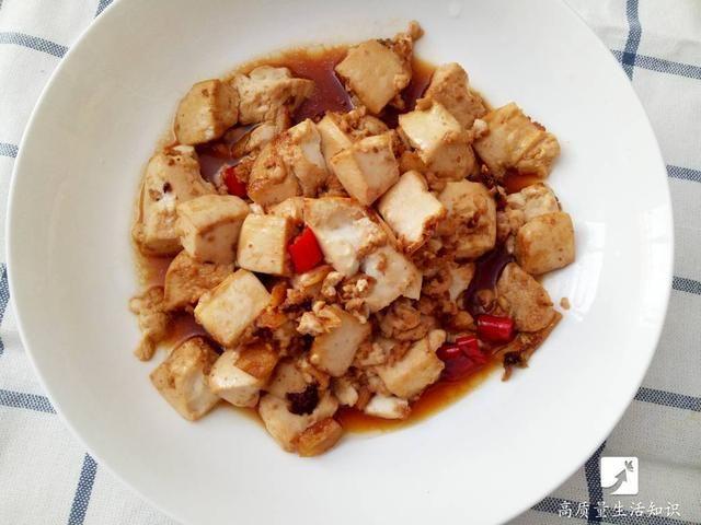 煎豆腐前在鍋底抹點這個,怎麼都煎不碎,趕緊學起來! - 愛經驗