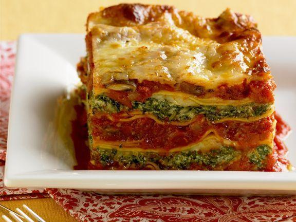 Lasagne mit Spinat und Tomaten ist ein Rezept mit frischen Zutaten aus der Kategorie Blattgemüse. Probieren Sie dieses und weitere Rezepte von EAT SMARTER!