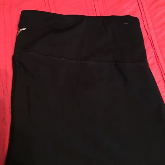 Old navy active pants Skinny athletic old navy pants. I think I wore them around the house once. Maybe. Old Navy Pants Track Pants & Joggers