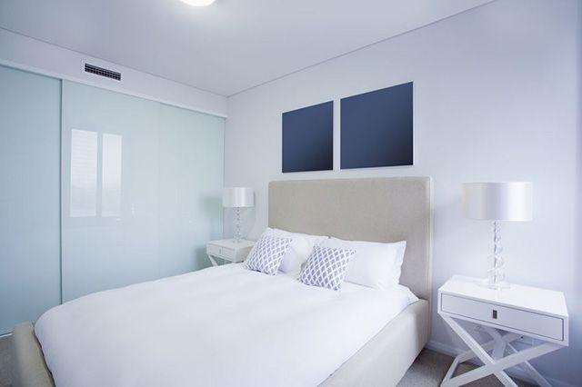 54 Amazing All White Bedroom Ideas The Sleep Judge White Bedroom Decor All White Bedroom Luxury Bedroom Furniture