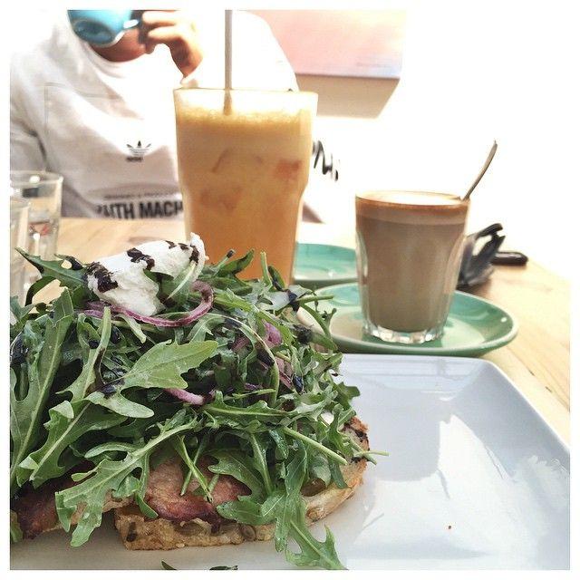 A lovely pre-wedding breakfast in Ocean Grove VIC  #breakfast #family #love #wedding #oceangrove #vic #sun #foodstagram #instafood #rocket #bacon #avocado #greatoceanroad #coffee #juice #fresh #driftwoodcafe by thermo.nix