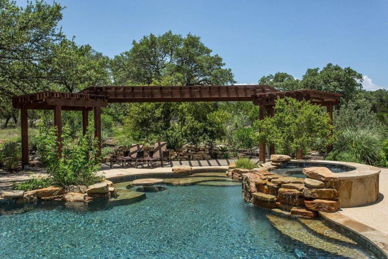 Rustic Swimming Pool Design Ideas 35