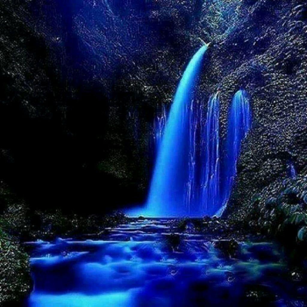 Resultado de imagem para cascadas de agua azul