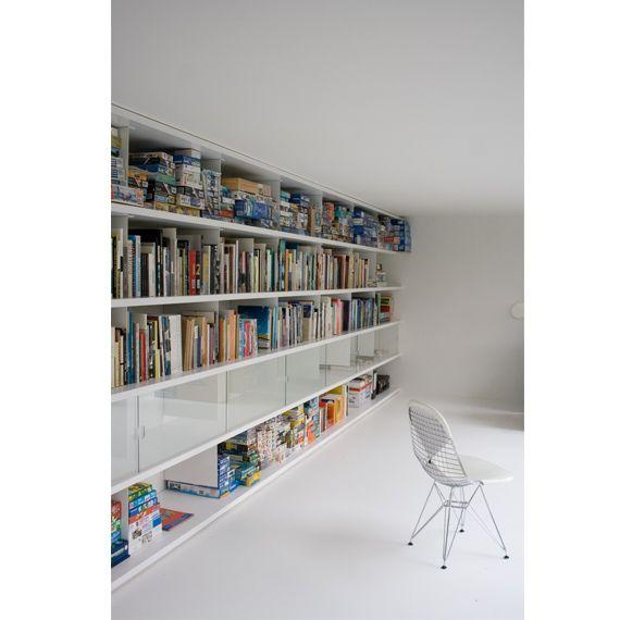 Boekenplank Van Glas.Boekenplank Systeem Stalen Dragers Met Strakke Witte