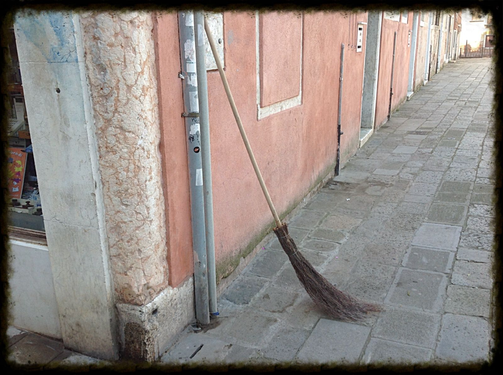 Love the old style of broom used in Venice for sweeping the pavements