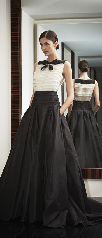b0b7be98f8 Carolina Herrera. Blanco y negro