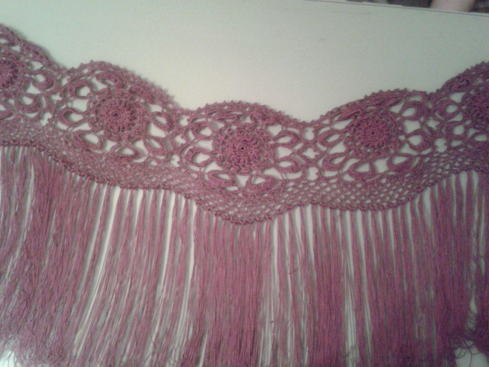Estos Mantones Están A Partir De 70 Euros Dependiendo Del Modelo Modelo Y Largo De Flecos Material De Seda Algodón Canut Mantones Flamenca Croché Manton