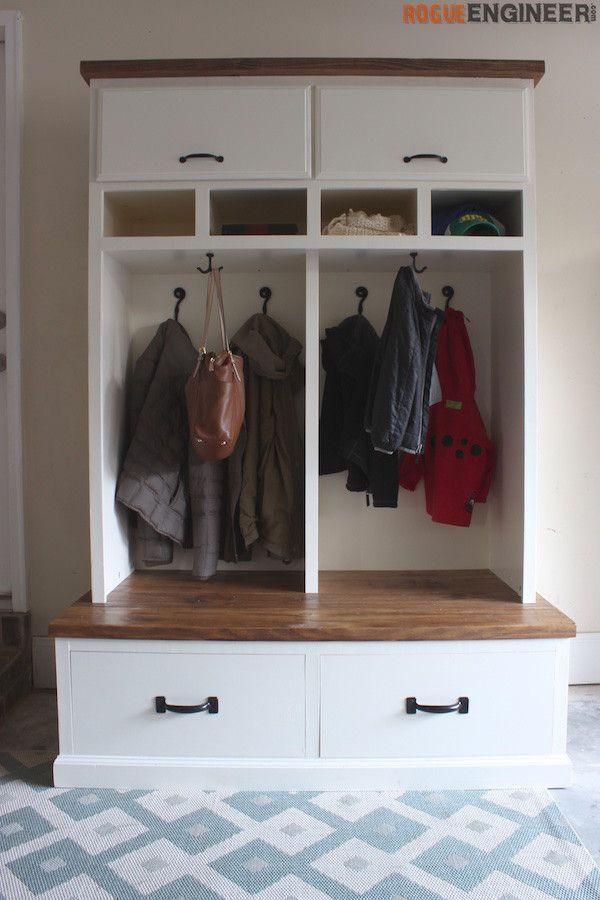 Mudroom Lockers with Bench { Free DIY Plans } | Vestidor