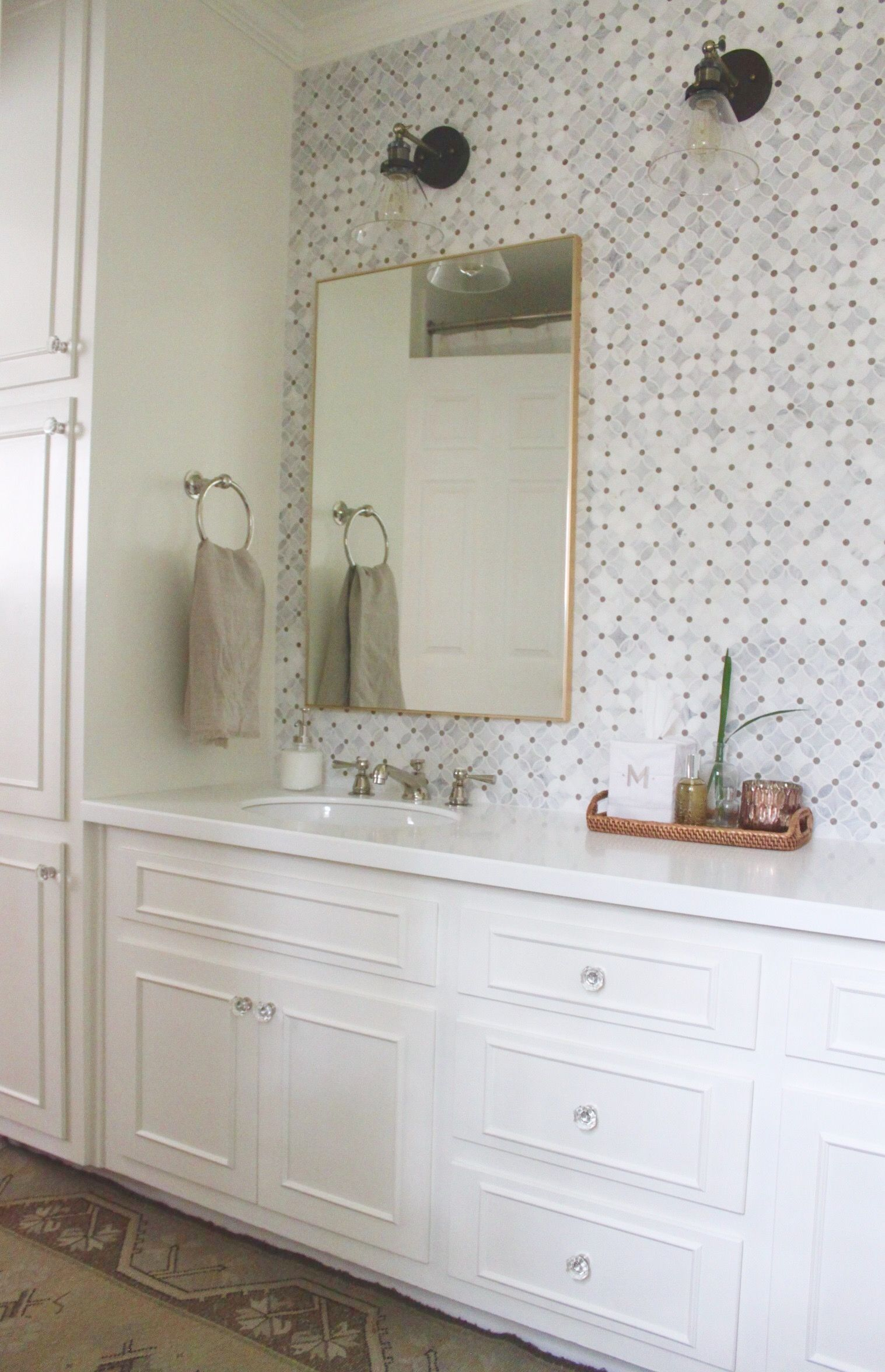 Traditional white Jack and Jill bathroom renovation remodel decor ...