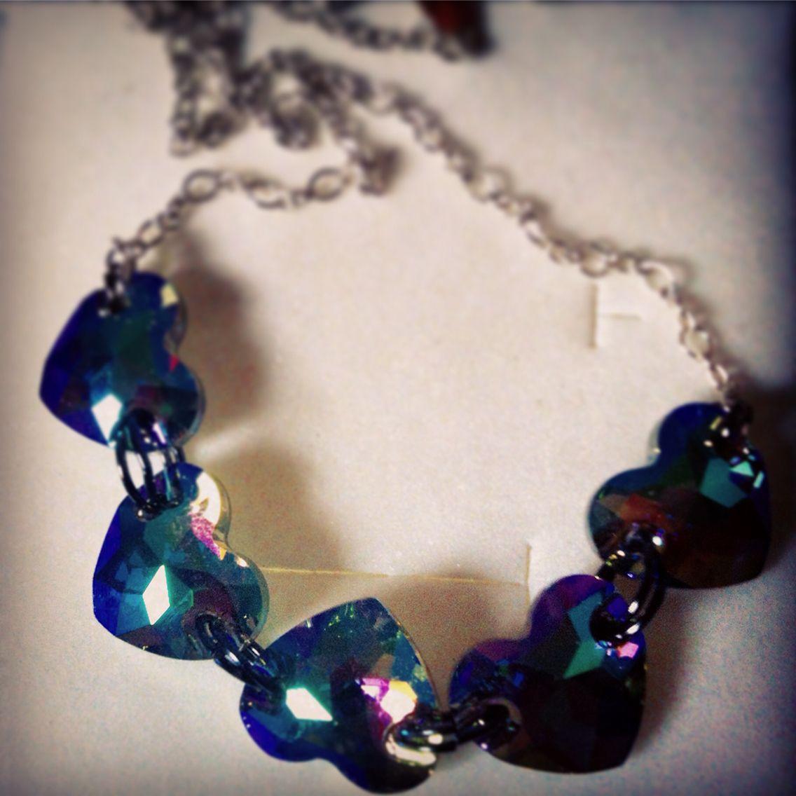 Collana con cuori color blu, verde e viola