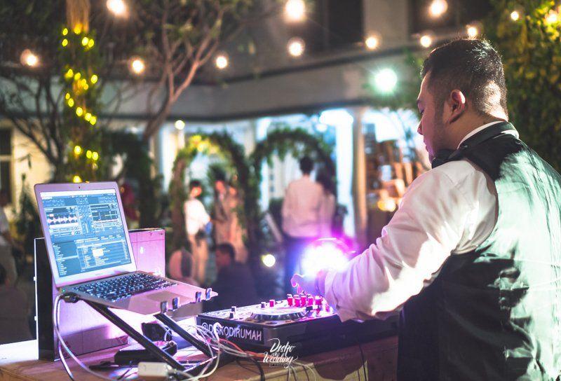 Wedding Dj Outdoor Omah Pawon Jakarta By Diskodiwedding For Dira And Aji Your Personalized Wedding Dj And Wedding Music Consulta Hiburan Pernikahan Inspirasi
