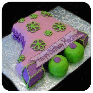 pink and purple skate cake #rollerskating #skatingbirthdayparty #skatingcake #foodideas