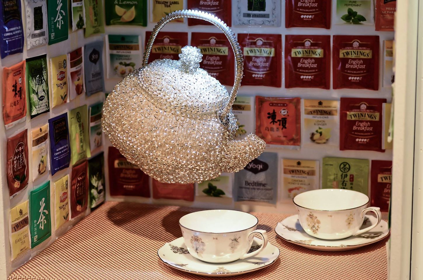"Teapot ""crocheted"" with plastic wires. Tea pots, Tea"