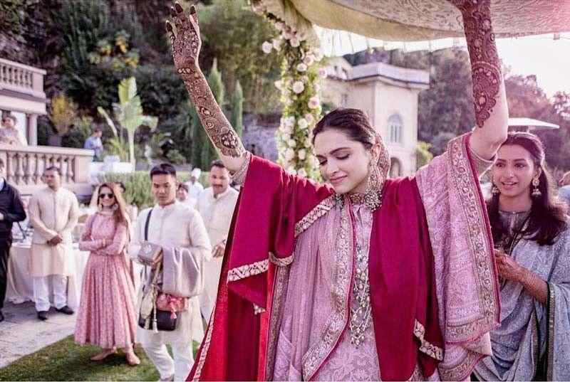 Deepikapadukone Mehndi Outfit Bollywood Wedding Deepika Ranveer Ranveer Singh