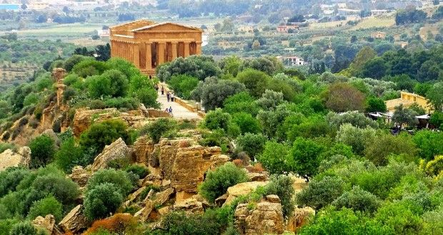 agrigento la vall e des temples temple sicily and italy. Black Bedroom Furniture Sets. Home Design Ideas