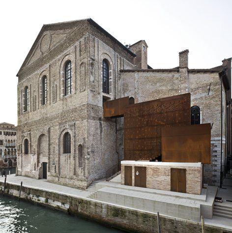 """La """"Scuola Grande della Misericordia"""", nota come Misericordia di Venezia, è un anticoedificio ricco di storia, da sempre patrimonio culturale e artistico della città.Nasce come spazio comunicativo complesso: ancora prima di..."""