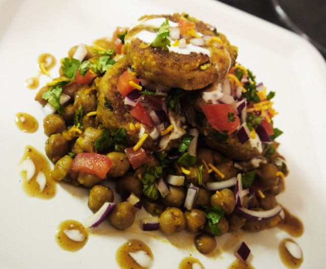 Indian street food aloo chat chole fun recipes pinterest veg recipes indian street food aloo chat chole forumfinder Images