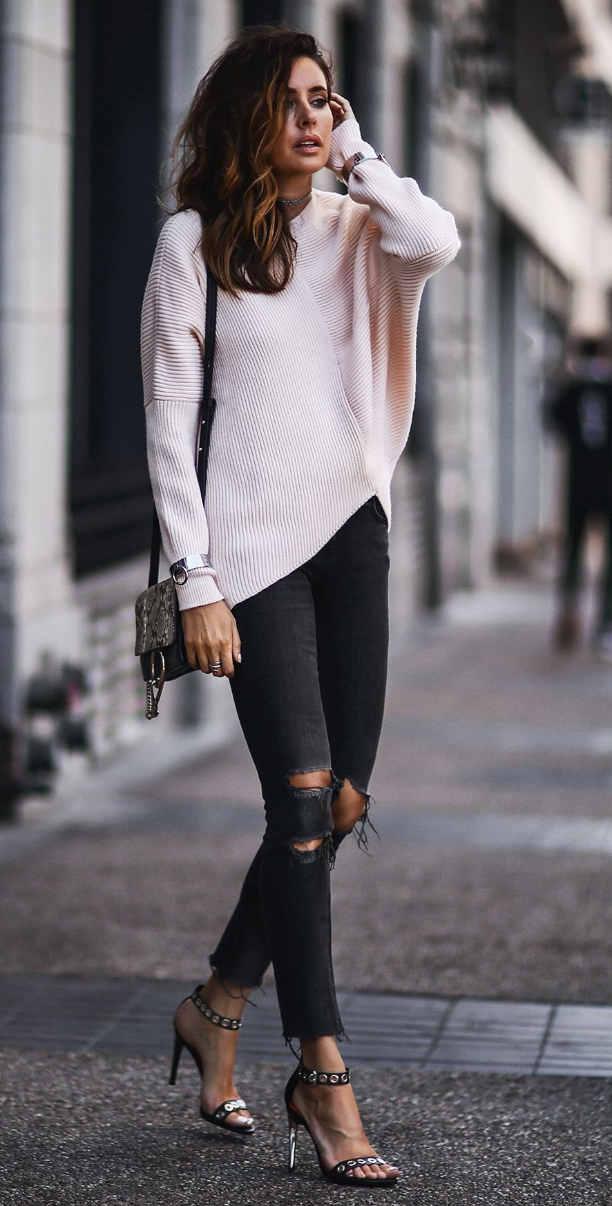 1ff58d22c7fb 40 Trendy Outfit Ideas to Look More Stylish in 2018 - Her Style Code