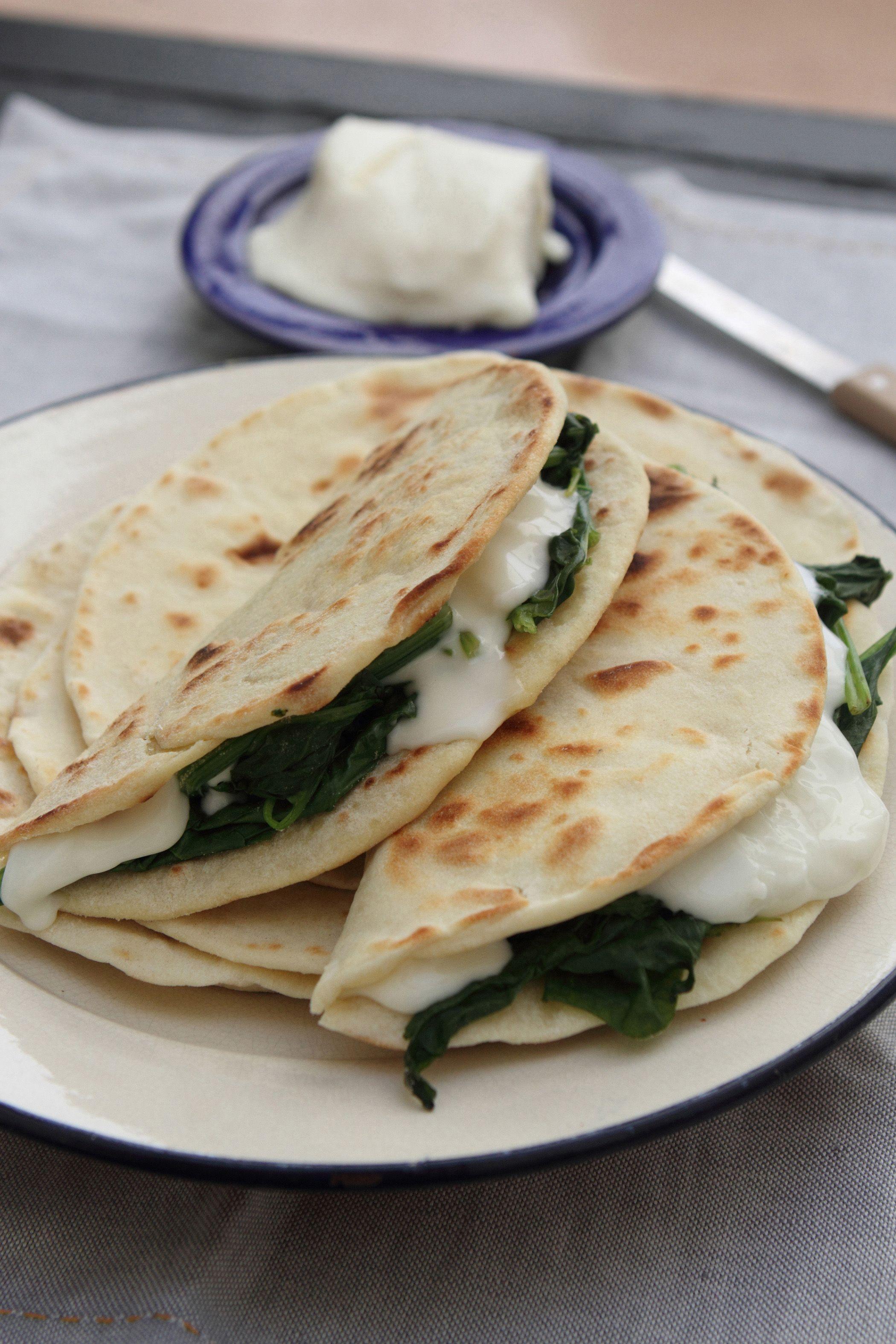 Ricetta Piadina Vegana Senza Lievito.Ricetta Piada Vegetariana Senza Strutto Donnamoderna Ricetta Ricette Pasti Italiani Ricette Di Cucina