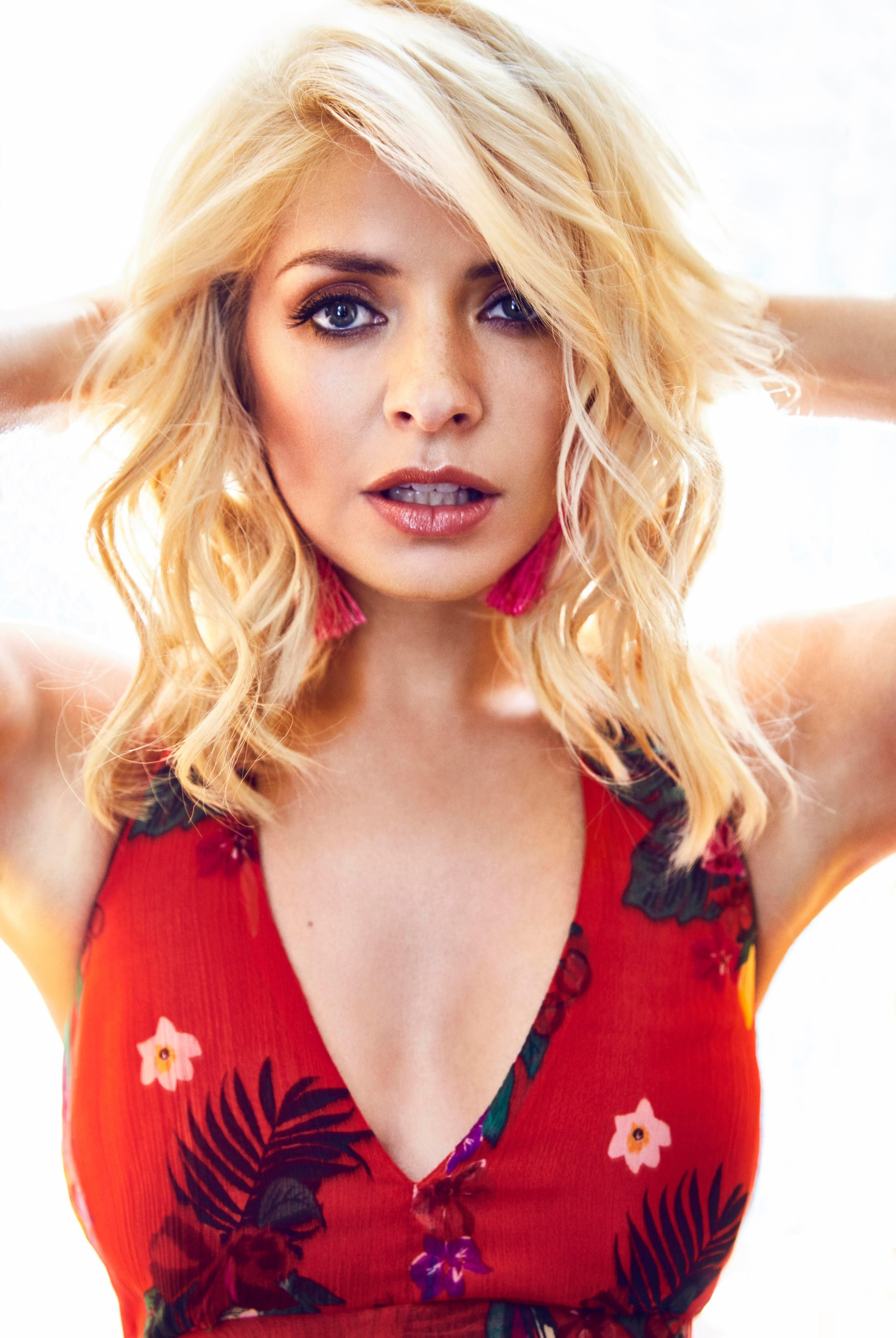 Pin By Dan Wells On Presenter In 2019  Holly Willoughby -2880