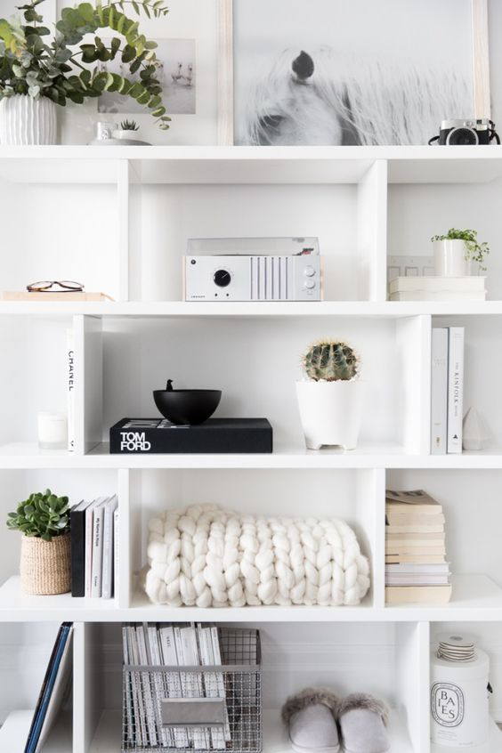 Learn the six key ingredients needed to decorate your floating shelves and bookcases like a pro. Here's everything you need to know.    #shelfstyling #bookcasestyling #bookcasedecor #shelfdecor #shelfdecorating #floatingshelves #homedecorating #homedecor #bookshelfstyling