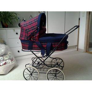 pingl par jess jane wildman sur vintage baby pinterest landau et poussette. Black Bedroom Furniture Sets. Home Design Ideas