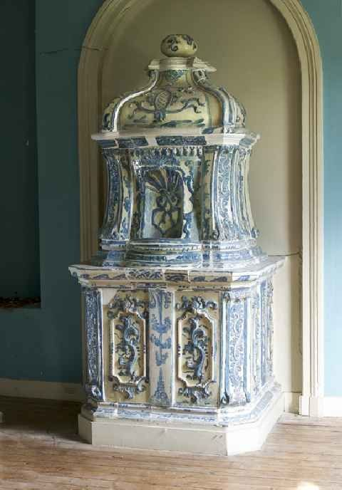 News L Atelier Du Poele En Faience Renovation De Poeles Anciens Vintage Fireplace Brick Fireplace Parlour Stove