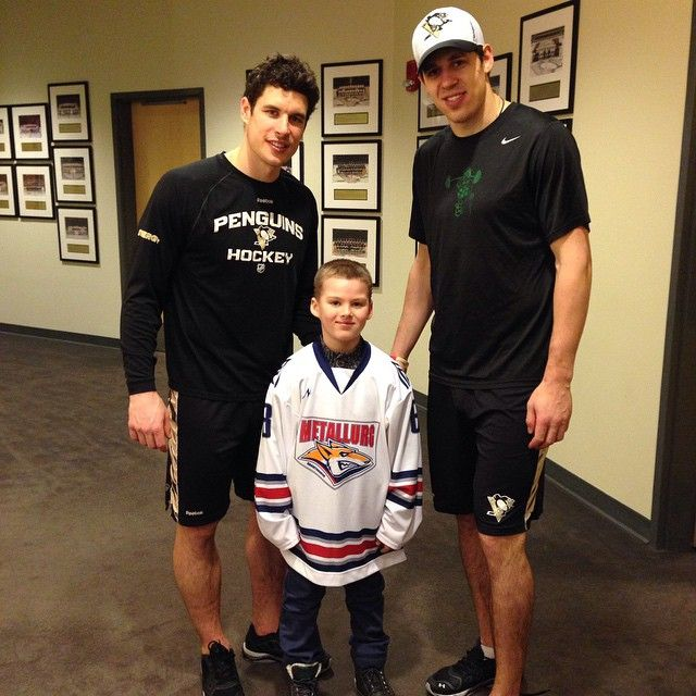 33c513ae8 Sid and Geno. Sidney Crosby has some crazy calf muscles.
