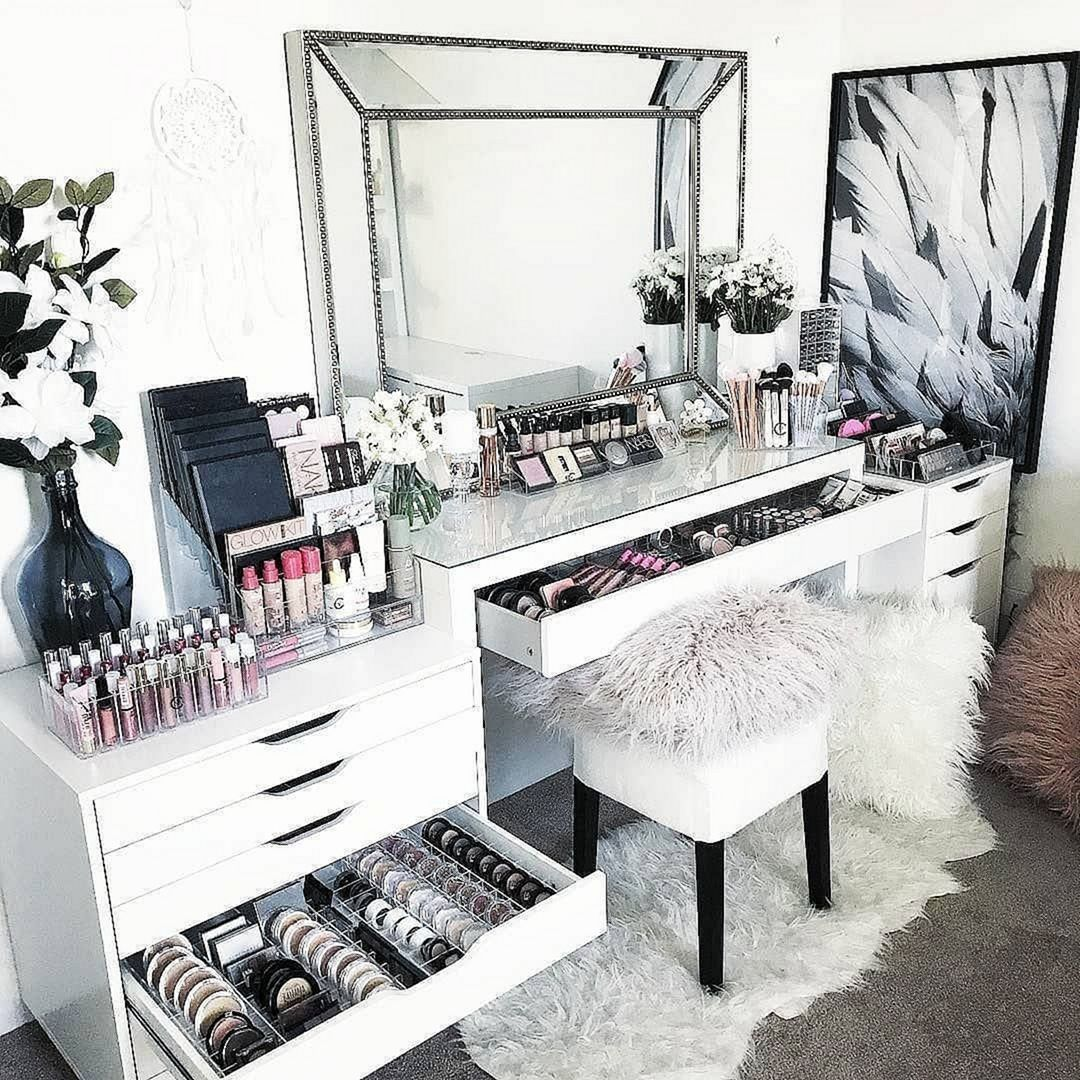 15 Impressive DIY Makeup Vanity Decoration Ideas That You Will Love It - DEXORATE