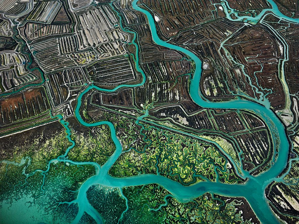 Artful, Aerial Views of Humanity's Impact  By JONATHAN BLAUSTEIN