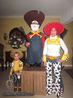 100 disfraces geniales para toda la familia en Halloween. Toy Story - great  family costume idea! 59f7d335d3b